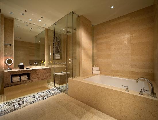 Miami Springs, FL: Master Suite Bath