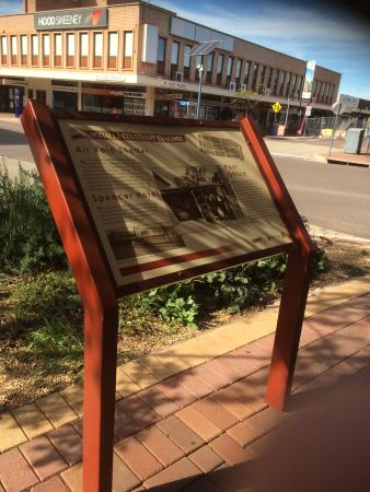 Whyalla, Australië: Informative signboards to guide your walk