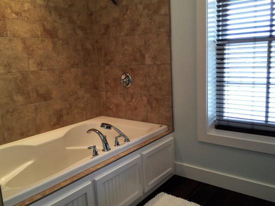 Main Street B & B: 209 bath