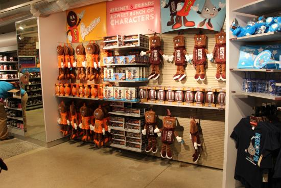 HERSHEY'S CHOCOLATE WORLD Niagara Falls A Chocolate Lover's Paradise. Enter into HERSHEY'S CHOCOLATE WORLD Niagara Falls through a 4-storey high HERSHEY'S Chocolate Bar and experience everything this sweet store has to offer.