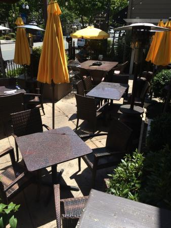 Danville, CA: OUTISDE SEATING WITH LIVE MUSIC