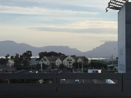 Road Lodge Airport Cape Town: So close you can see if from the airport