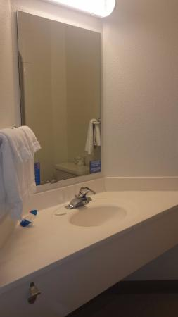 Motel 6 Menomonie: Immaculate Bathroom