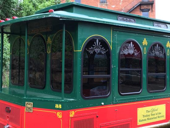 Tri State Travel Trolley Tour: Grants home from trolley.