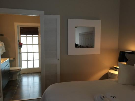 Alexander's Guesthouse: View from bedroom to bathroom suite 16