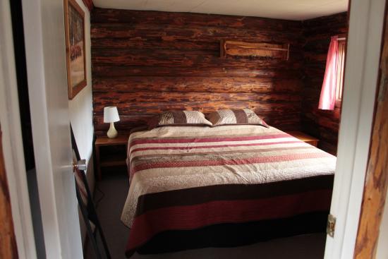 Big Bar Guest Ranch: cabin 3 bedroom