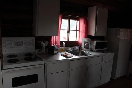 Big Bar Guest Ranch: cabin 3 kitchen