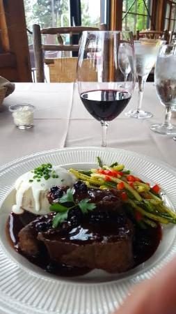 Bigfork, MT: This was our first dinner there, bison with huckleberry sauce, trufle cream mashed potatos