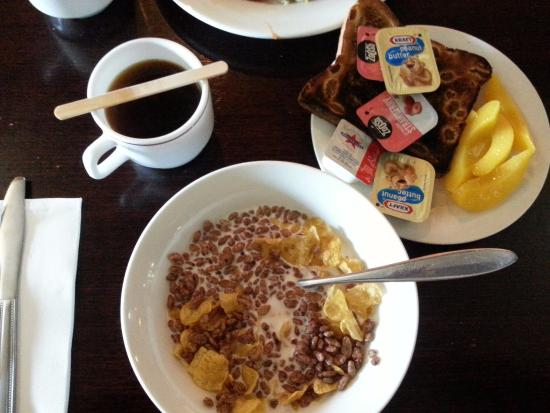 Islander Resort Hotel: My breakfast