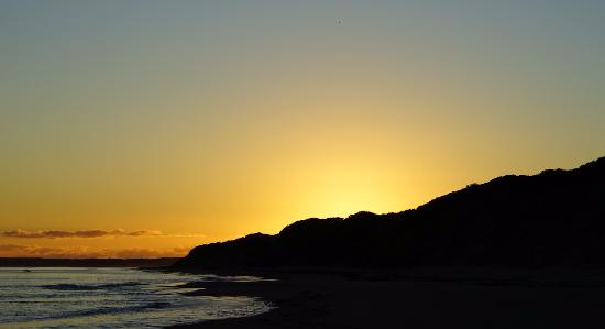 Bridport, Australia: View to the east from beach at Lost Farm