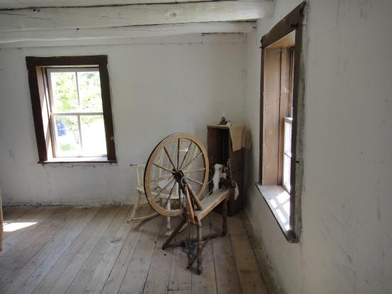 Stony Plain and Parkland Pioneer Museum: Spinning wheel