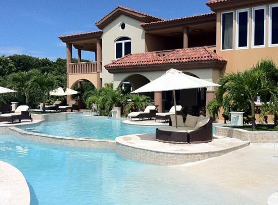 بليزين كورف إستيت: View from our villa