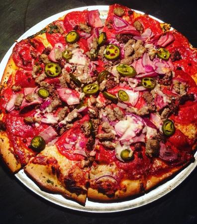 Dave's Dark Horse Tavern: Best pizza in Starkville