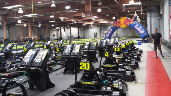 ‪Racer's Edge Indoor Karting‬