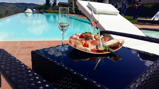 Montespertoli, Włochy: Pool aperitif