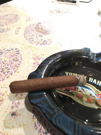 Havana Bob's Cuban Cigars: Just sampling one of Havana Bobs Stogies. Beautiful.