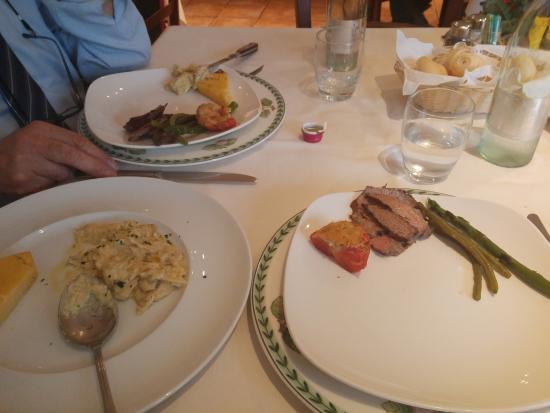 Conselve, Italy: la suddivisione dei piatti, tagliata e baccalà