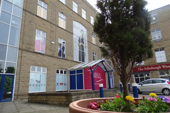 Edinburgh Woollen Mill And The Front Courtyard Picture Of The Mill Outlet Garden Centre Batley Tripadvisor