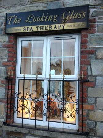 The Looking Glass Spa Therapy: Christmas