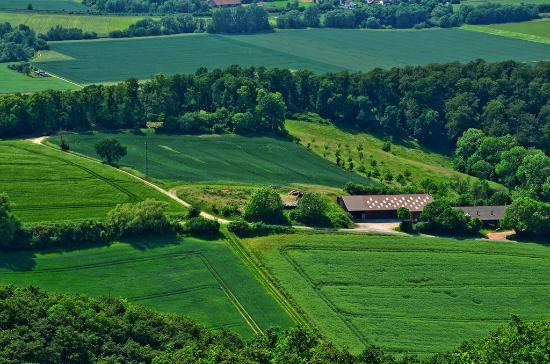 Alfeld (Leine), Германия: Blick vom Himmelberg auf Bauernhof
