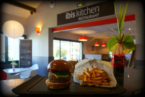 "‪إيبيس تور سود: Burger ""Ibis Kitchen""‬"