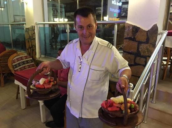 Mona Lisa International Restaurant: fresh fruıt from hacii şef