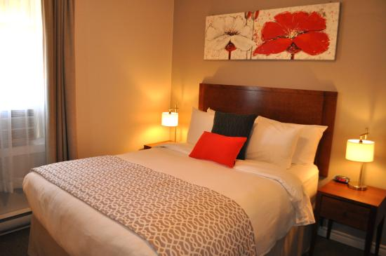 Auberge du Marchand : chambre confort 1 lit / comfort room with one bed