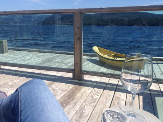 Seaside Suites Gros Morne Newfoundland: Sitting on our private deck