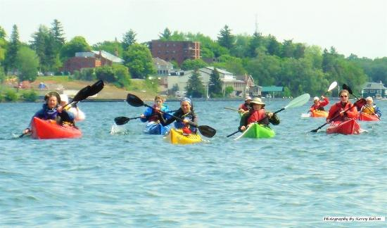 Gananoque, Canada: Crossing the shipping channel