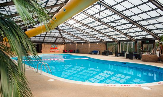 Charming Marine Holiday Park: Indoor Tropical Heated Swimming Pool