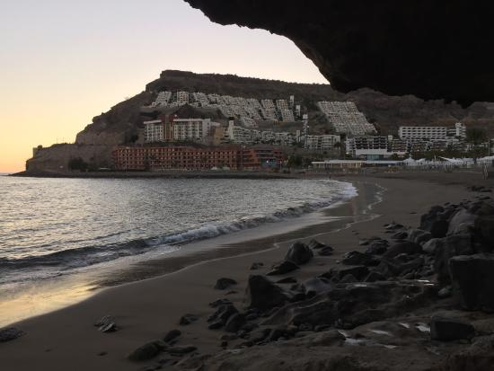 Monte Golf Suites: Standing on the rocks between Playa del Cura beach & Tauro beach looking up at Monte Golf apartm
