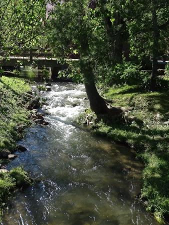 Inn at Gristmill Square: stream near the hotel
