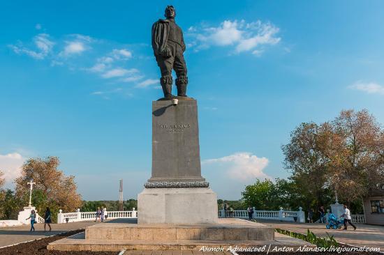 Monument to Chkalov