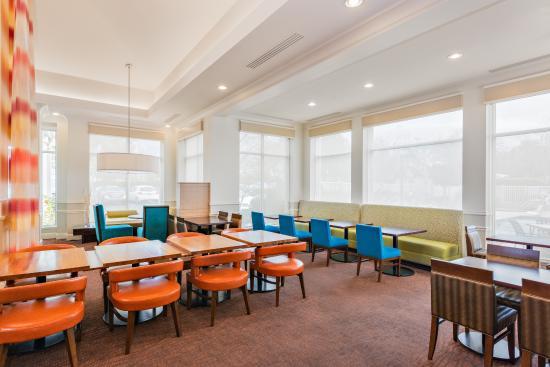 Beau Hilton Garden Inn Folsom: Dining At The On Site Garden Grille And Bar.