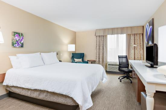 Hilton Garden Inn Folsom : Newly-upgraded king, complimentary WiFi.