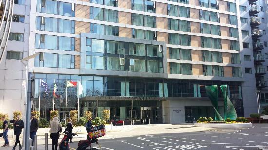 Pestana Chelsea Bridge Hotel & Spa London: front facade of the hotel