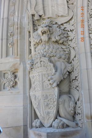 Ottawa, Canadá: 大門口前的獅像