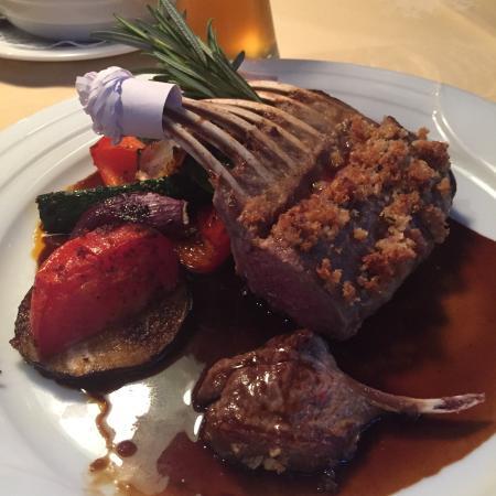 Restaurant Gutshof: Delizioso carré di agnello!  Nell'ambiente con personale capace, brava e simpatica la giovane i