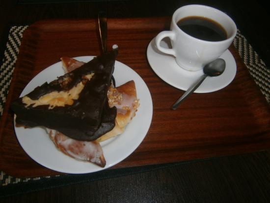 Kohvik Narva: Kaffe - wienerbröd och kaka ! ( rejäla bakverk)