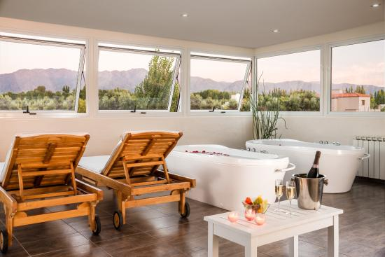 Villa Mansa Wine Hotel & Spa: Spa with Mountain View