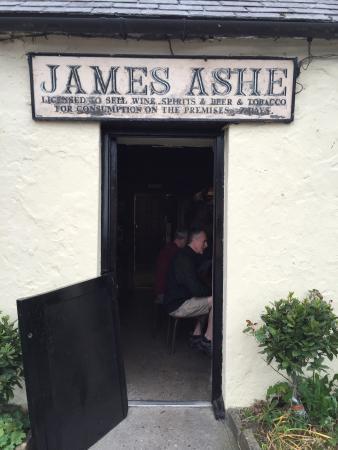 Ashes Pub and Restaurant: photo1.jpg