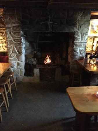 Ashes Pub and Restaurant: photo2.jpg