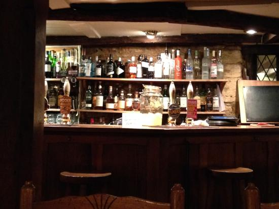 Bledington, UK: die urige Bar
