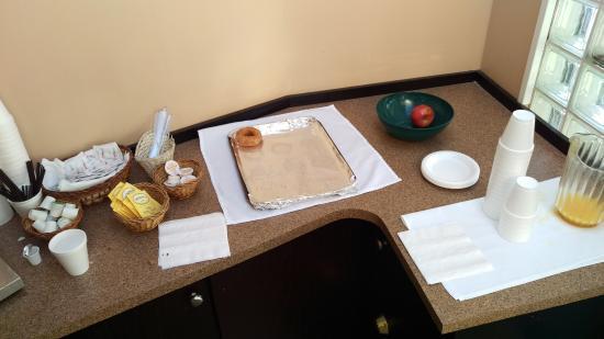 Happy Day Inn Hotel : No breakfast at 9am