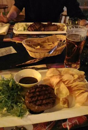 Dublin House Irish Pub: Hamburger di Angus e Costata di Angus!
