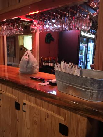 Thomasville, AL: take out area and clean silverware bucket