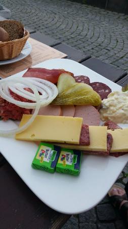 Gutes Essen mit Blick auf den Rhein