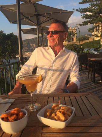 Villa Garden Hotel Wine Bar : Fantastisk beliggenhed og skønne drinks. Langt væk fra larmen i Sorento. Den smukkeste solnedgan