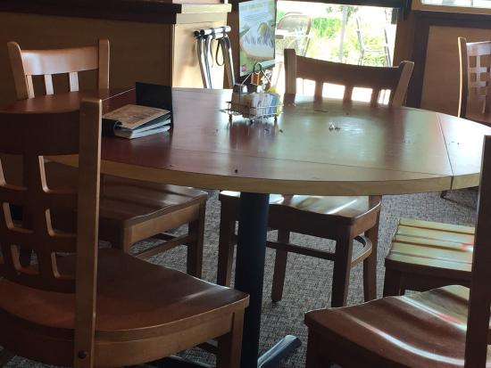 Woodridge, IL: Dirty tables and floors