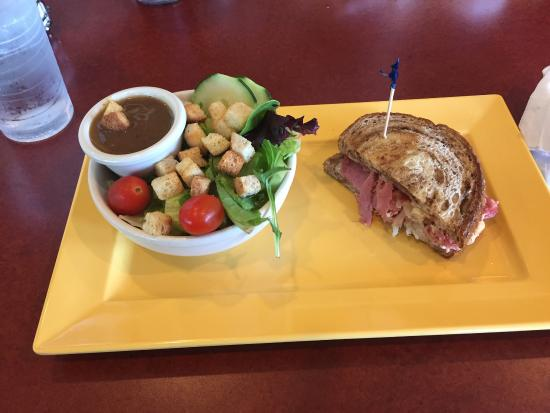 Woodridge, IL: Pick 3 Reuben sandwich 1/2, salad, they forgot my soup and pie came later.